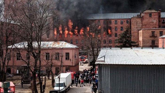 Добровольцы приняли участие в помощи потерпевшим при пожаре в Санкт-Петербурге